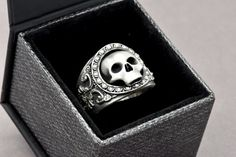 The Reaper Ring Skull Ring Sterling Silver di SuttonSmithworks
