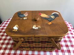 It's Picnic Time! Americana Paint, Chicken Signs, Picnic Time, Sunny Days, Basket, Deco, Projects, Log Projects, Blue Prints