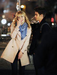 """Emma Stone y Andrew Garfield filman una escena de noche en Manhattan de """"The Amazing Spiderman 2"""""""