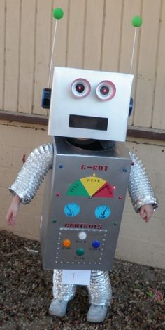 This guide is about making a robot costume. When making this costume, it& important to make sure the masquerader can see well. Robot Halloween Costume, Family Halloween Costumes, Diy Costumes, Fall Halloween, Costume Ideas, Make A Robot, Diy Robot, Robots For Kids, Robot Art