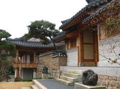 명품 한옥 살림집 구경하기 ― 강화도 <학사재學思齋> - 커뮤니티 - 줌인줌아웃 ::: 알찬살림 요리정보가득한 82cook.com Japanese Architecture, Architecture Old, Asian Design, Traditional House, Korean Traditional, Japanese House, Ideal Home, Home Buying, Pergola