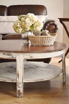 Tavolino in legno bianco decapato con top marrone