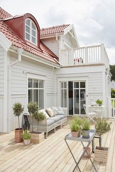 Stunning Farmhouse Cottage Design Ideas And Decor You Are Looking For Design Exterior, House Paint Exterior, Villa, Cottage Shabby Chic, Modern Farmhouse Design, Ranch Remodel, Swedish House, Cottage Design, House Painting