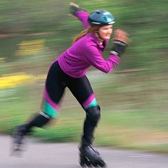 Inline skating burns 425 calories in 30 minutes | http://www.health.com/health/gallery/0,,20420506_2,00.html