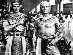 Chralton Heston and Yul Brynner in The Ten Commandments,1956