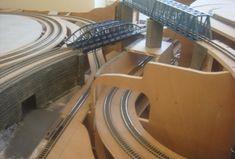 Ho Trains, Model Trains, Model Railway Track Plans, Standard Gauge, Model Train Layouts, Planer, Diy And Crafts, Model Railroader, Shelving