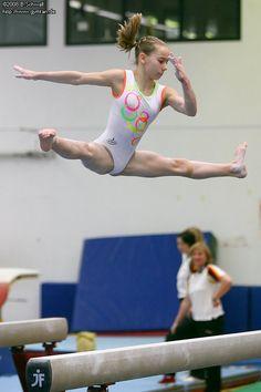 Gymnastics Costumes, Gymnastics Pictures, Sport Gymnastics, Artistic Gymnastics, Rhythmic Gymnastics, Dancer Photography, Gymnastics Photography, Foto Sport, Gymnastics Flexibility