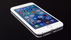 Soms wil het oplaadkabeltje van je iPhone ineens niet meer meewerken. Hoe komt dat en wat kun je eraan doen?