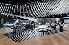 Mercedes-Benz: Серебряный потока на Behance