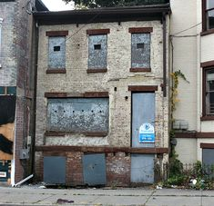 309 Liberty Street Newburgh NY: Abandoned building... Won't someone rescue 309 Liberty Street Newburgh NY