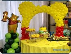 Resultado de imagen para winnie the pooh balloon decorations