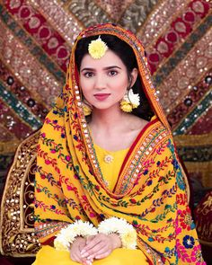 Indian Bridal Photos, Indian Wedding Gowns, Pakistani Wedding Outfits, Pakistani Bridal Dresses, Bridal Lehenga, Pakistani Mehndi Dress, Bridal Outfits, Pakistani Fashion Casual, Pakistani Formal Dresses