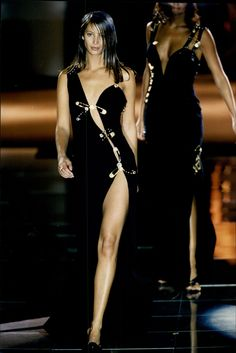 Christy Turlington, 1993 - Throw back to 15 of our favourite ever Versace catwalk moments from the Nineties Look Fashion, 90s Fashion, Runway Fashion, High Fashion, Fashion Show, Vintage Fashion, Fashion Outfits, Womens Fashion, Latex Fashion
