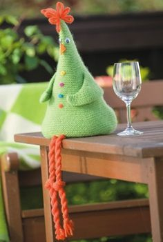 Vinhøne filtet i Fritidsgarn - gratis PDF opskrift Crochet Birds, Easter Crochet, Crochet Toys, Fabric Crafts, Sewing Crafts, Diy Crafts, Crochet Christmas Ornaments, Knitted Animals, Handmade Toys