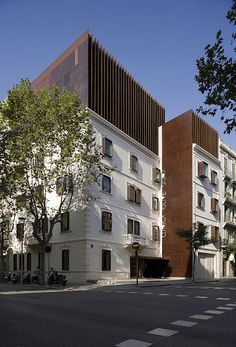 After building their headquarters in Barcelona, MM commissioned us to join the technical staff who had been working on this project for 6 years. The building. Modern Architecture Design, Facade Architecture, Residential Architecture, Building Extension, Roof Extension, Conservation Architecture, Building Renovation, Adaptive Reuse, Amazing Buildings