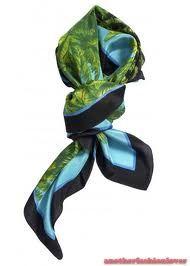 soepel vallend sjaaltje om de nek in kleur blauw groen of alleen blauw of groen