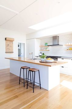 Kitchen remodeling is one of the most desirable home improvement projects for many homeowners. A new kitchen increases the value of your home and makes your life easier. Kitchen And Bath, New Kitchen, Kitchen Dining, Kitchen Decor, Kitchen Sinks, Kitchen Fixtures, Kitchen Islands, Rustic Kitchen, Home Renovation