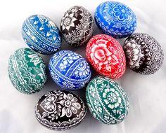 Pisanki kurze drapane 6/2017 Egg Art, Easter Crafts, Quilling, Easter Eggs, Folk Art, Wax, Hand Painted, Holiday Decor, Handmade