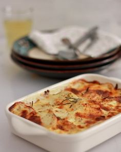 Patatas gratinadas con puerro y queso Cute Food, Yummy Food, Vegan Vegetarian, Vegetarian Recipes, Tapas Dinner, My Favorite Food, Favorite Recipes, Vegetable Recipes, Cooking Time