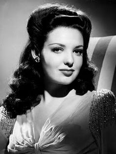 I am a fan of the big 1940s hair! Here's Linda Darnell rockin' the pompadour!