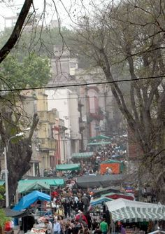 Feria de Tristan Narvaja-Montevideo, Uruguay  http://mw2.google.com/mw-panoramio/photos/medium/60758454.jpg