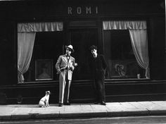 Robert Doisneau - Robert Giraud et Romi: 21, rue de Seine, 1947. 2014 Google map: https://www.google.ca/maps/place/21+Rue+de+Seine,+75006+Paris,+France/@48.85642,2.336602,3a,52.5y,82.57h,90.18t/data=!3m4!1e1!3m2!1sNvAfsyhjhsK05Cg4J1jw4Q!2e0!4m2!3m1!1s0x47e66e277cf0efb5:0xeb96e39362149936 #topphotographers