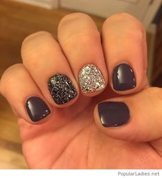 Short gel nails with glitter