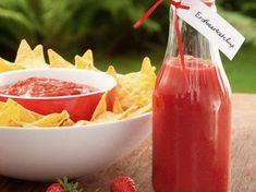 Do It Yourself: Süß-pikantes Erdbeerketchup zubereiten. DIY-Anleitung via DaWanda.com