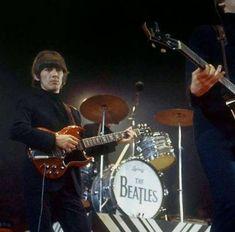 Rock Roll, The Beatles Live, The Quarrymen, Beatles Guitar, Learn Guitar Chords, Lennon And Mccartney, Beatles Photos, Gentlemen Prefer Blondes, British Invasion