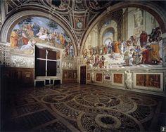 라파엘로  [아테네 학당]이 있는 서명의 방 모습    라파엘로는 미켈란젤로와 라이벌 구도를 형성하여 미켈란젤로가 시스티나 천장 벽화 작업에 착수하자마자 교황 율리오2세의 집무실에 벽화를 그리게 된다.