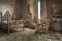 Abandoned home | urban decay | forgotten place | urbex | urban exploration