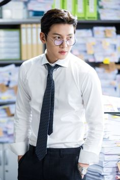 "[Drama] Ji Chang Wook looks dashing in suits in ""Suspicious Partner"" Ji Chang Wook 2017, Ji Chang Wook Smile, Ji Chang Wook Healer, Ji Chan Wook, Korean Star, Korean Men, Asian Men, Dong Hae, Lee Dong Wook"