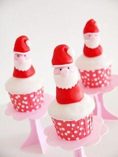 Pâte à sucre pour pâtisseries et gâteaux en rouge, orange, jaune, vert, bleu clair, bleu foncé, noir, blanc et rose clair