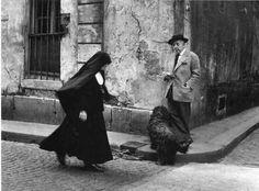 Robert Doisneau  //    Jacques Prévert watching nun, 1955