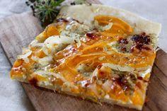 Vegetarischer Kürbis Flammkuchen, lecker & schnell zubereitet #herbstrezepte