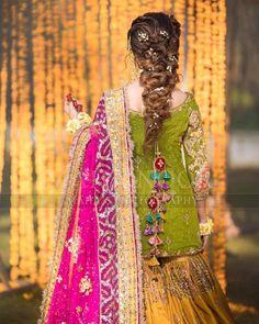 31 Ideas For Pakistani Wedding Dresses Mehndi Hairstyles Pakistani Mehndi Dress, Bridal Mehndi Dresses, Asian Bridal Dresses, Pakistani Wedding Outfits, Pakistani Dresses Casual, Bridal Dress Design, Wedding Dresses For Girls, Pakistani Wedding Dresses, Pakistani Dress Design