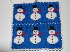 De här grytlapparna är stickade på en rundsticka och har samma mönster på båda sidorna. Knitting Charts, C2c, Pot Holders, Crochet, Textiles, Kids Rugs, Knits, Christmas, Crafts