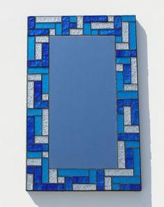 Espejo mosaico de vidrio con plata metálico y azul por MudHorseArt