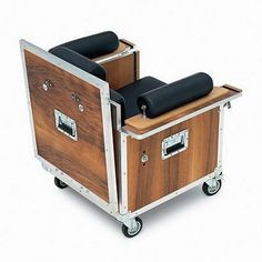 Flight case becomes cool chair