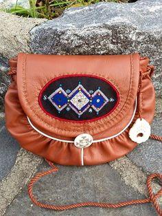 Bilderesultat for sami duodji Saddle Bags, Diy And Crafts, Creative Ideas, Pride, Bracelet, Inspiration, Google, Design, Art