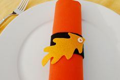 This is our fifth year hosting Thanksgiving in Chicago for the twelve members of our joint families. Each year we try to do something slightly different for food and table decor. I came up with a Thanksgiving napkin ring idea solely using things here at home because (a) my craft closet is to the brim and (b) trekking to Jo-Ann Fabrics & Crafts on a cold Sunday in Chicago is