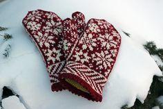 Ravelry: Snowfling Mitts pattern by Tanis Lavallee