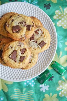 Mint Chocolate Chip Cookies - perfect for St. These delicious mint chocolate chip cookies are made with Andes Mints! Cupcakes, Cake Mix Cookies, Yummy Cookies, Cookies Et Biscuits, Delicious Cookie Recipes, Easy Cookie Recipes, Sweets Recipes, Chocolate Chip Cookies Ingredients, Mint Chocolate Chip Cookies