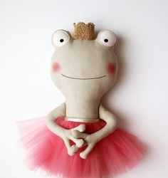 The frog princess. Handmade stuffed animal with a coral tulle skirt and a golden crocheted crown. Gift ideas for girls. Nursery decoration.