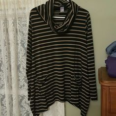 Shirt Adorable cowl neck tunic! Lightly worn......adorable and comfy! So cute with leggings and boots! Venus Tops Tunics