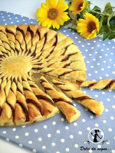 this is in a foreign language but it is really pretty! torta girasole di pasta sfoglia e nutella che meraviglia! Greek Sweets, Greek Desserts, Greek Recipes, Just Desserts, Pastry Dough Recipe, Low Calorie Cake, Appetizer Recipes, Dessert Recipes, Greek Pastries