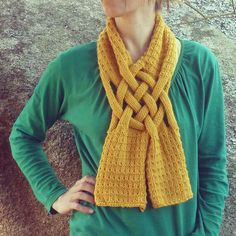 Scarf Knit Pattern WEAVE Cowl Scarf knitting pattern - Braided scarf winter accessory knitting pattern - How To Knit cowl scarf braids cowl Braided Scarf, Scarf Knots, Loop Scarf, Diy Scarf, Circle Scarf, Woven Scarves, Crochet Scarves, Knit Crochet, Tie Scarves