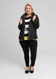 Kledingtips voor de kleine vrouw met maatje meer. Casual Outfits, Plus Size, Lifestyle, Elegant, Jackets, Fashion, Kleding, Classy, Down Jackets