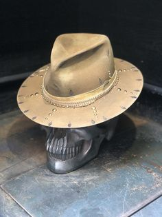 Rock N Roll, Madd Hatter, Boho Hat, Model Outfits, Dress Hats, Cool Hats, Custom Hats, Hats For Men, Vintage Accessories