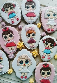 Пряник на день рождения. Кукла ЛОЛ Biscotti Cookies, Lol Dolls, Cookie Designs, Decorated Cookies, Cookie Bars, Holidays And Events, Cookie Decorating, Cake Pops, Sugar Cookies